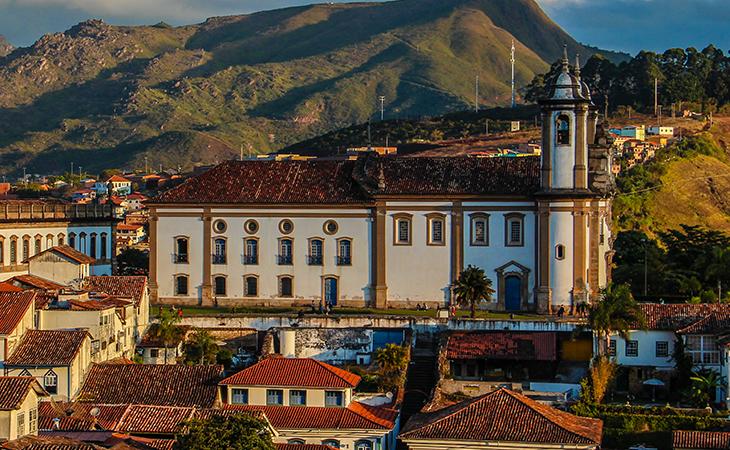 BNDES recebe medalha pelo apoio ao patrimônio histórico de Ouro Preto